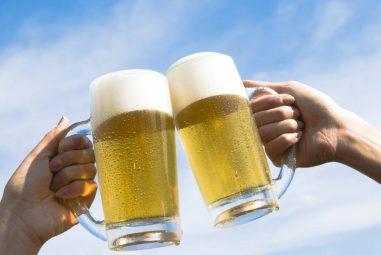 ¿Cuántas horas hay que trabajar para pagarse una cerveza?