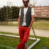 Camiseta, chaleco y pantalones rojos de Mango H.E.