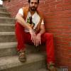 Pantalones, jersey básico, camiseta y gafas de Mango H.E.