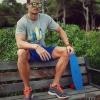 Camiseta y  pantalón de Base. Gafas de sol Hawkers