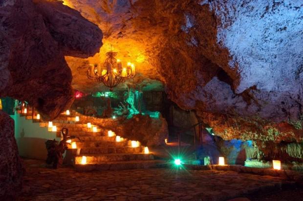 Alux Caverna Lounge, USA