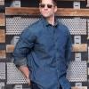 Camisa denim y jeans de Timberland y gafas de sol Wandy