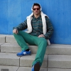 Camisa, jersey y pantalones Timberland. Cascos Sony. Calzado New Balance. Gafas de sol Wandy