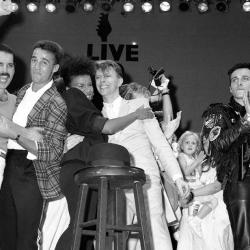 """Freddie Mercury con """"el otro"""" de Wham!"""
