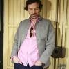 Marc Newson Yard Jacket, pantalones Arc 3D Slim raw G-Star, camisa rosa Fred Perry, gafas bicolor Masfa Woodys