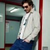 Marc Newson Suede jacket, camiseta New Marc Newson  stripes T-shirt, pantalones Arc 3D slim raw G-Star, bambas Tiger, gafas madera Masfa Woodys