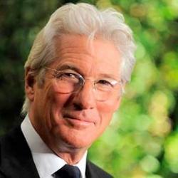 Con 65 años, el actor es considerado el mejor ejemplo de madurito interesante