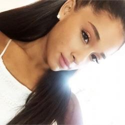 Y el bronce es para Ariana Grande
